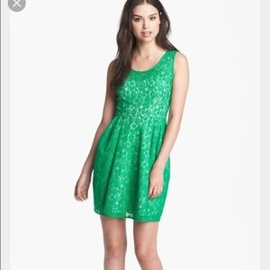 Betsey Johnson green lined lace party dress zip